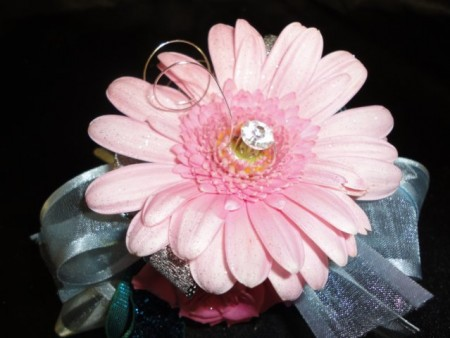 Custom Artwork Simple Daisy Corsage
